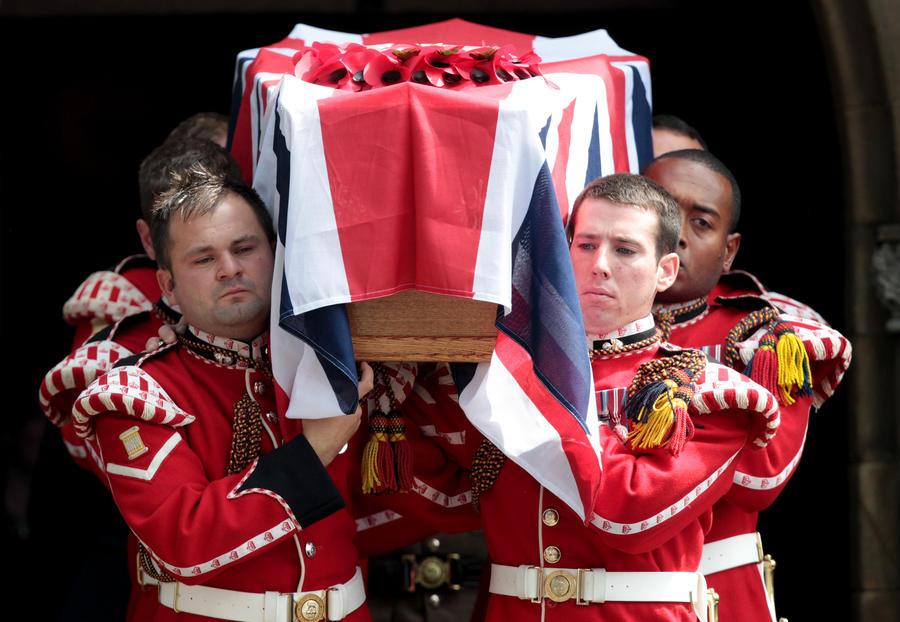 День похорон убитого исламистами британского солдата ознаменовался взрывом в мечети