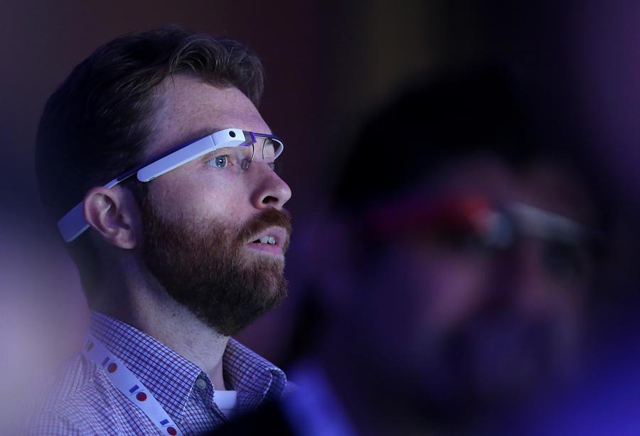 Очки Google Glass начали читать мысли