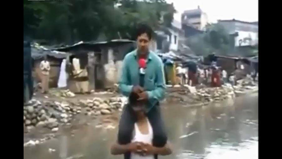 Индийского журналиста уволили за репортаж на шее