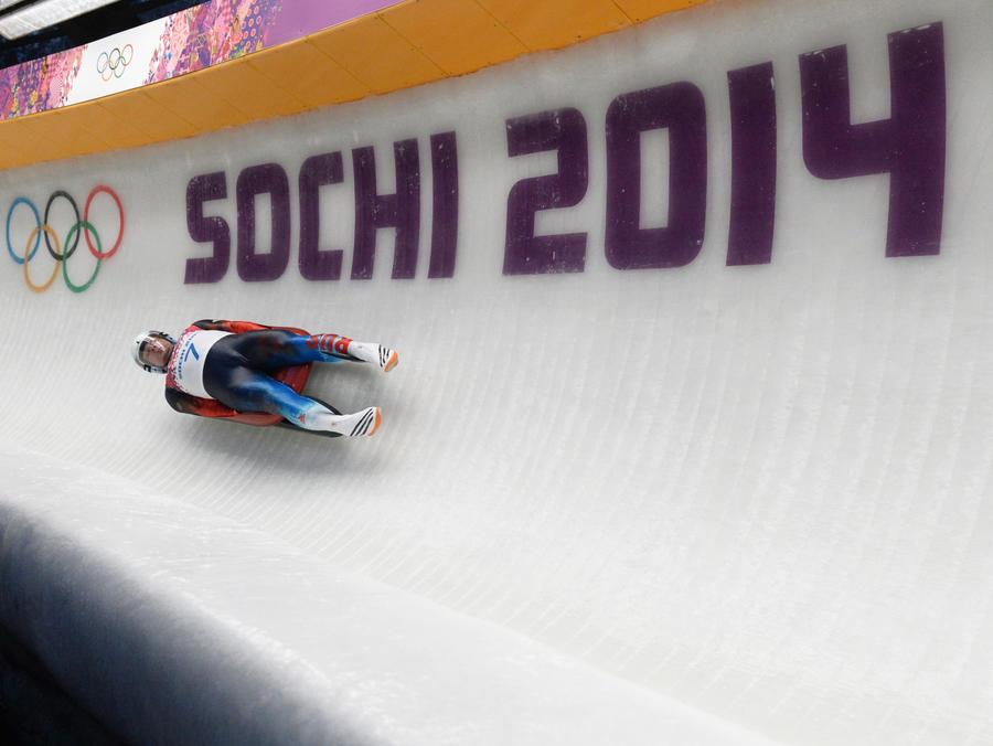 Саночник Альберт Демченко выиграл серебро в одиночных заездах