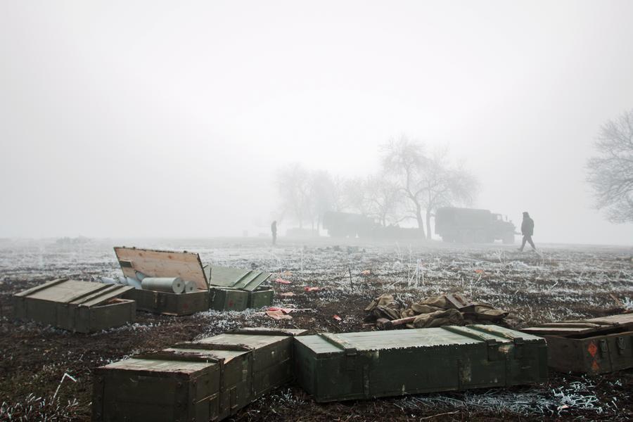 ДНР: Украинские силовики в Дебальцеве массово сдают оружие