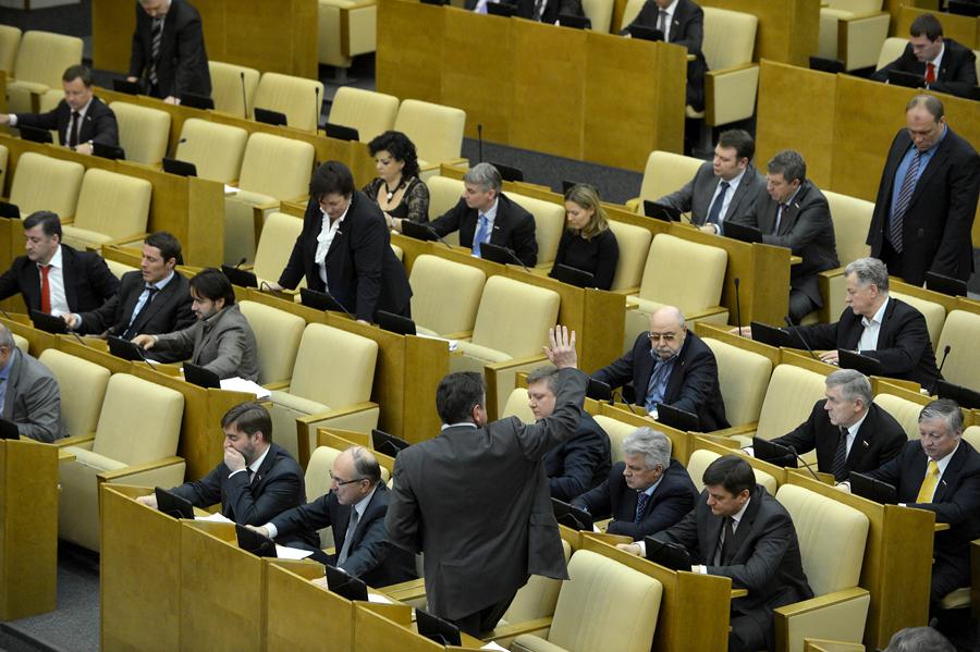 СК намерен лишить неприкосновенности двух депутатов Госдумы