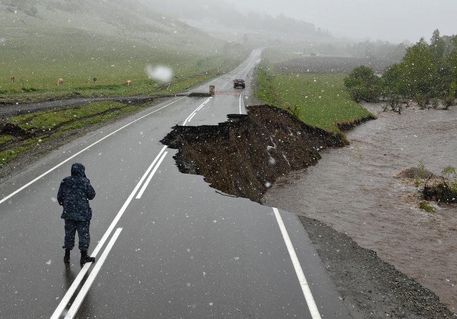 Вышедшие из берегов реки разрушили 230 км дорог и 15 мостов в республике Алтай