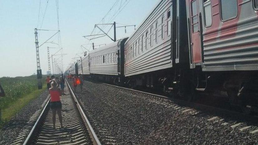 В Краснодарском крае сошли с рельсов три вагона пассажирского поезда
