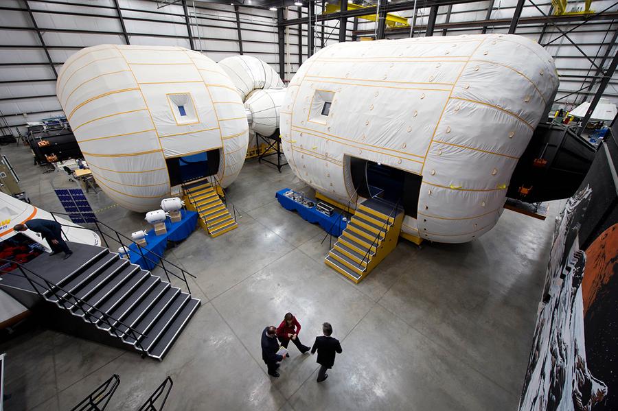 NASA начинает строить в космосе надувные дома