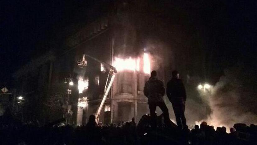 Пожарные спасли 40 человек из горящего Дома профсоюзов