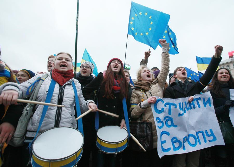 Украинские социологи: Более половины граждан не хотят вхождения Украины в ЕС