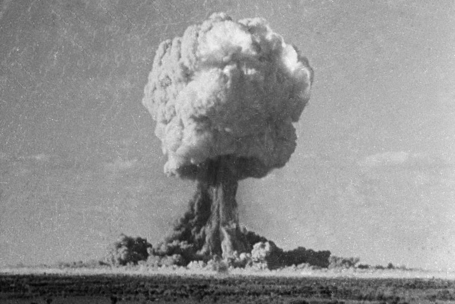 Во Франции рассекречены документы о ядерных испытаниях в Сахаре