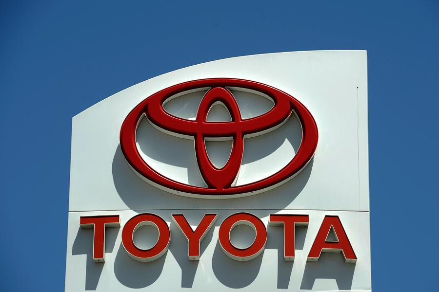 Toyota заплатит водителям $1 млрд за незапланированные ускорения