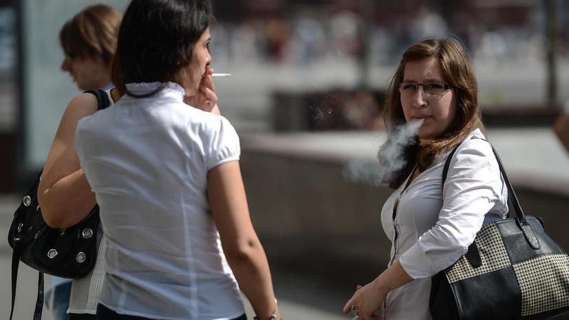 СМИ: Из-за курящих учителей директор школы может лишиться должности