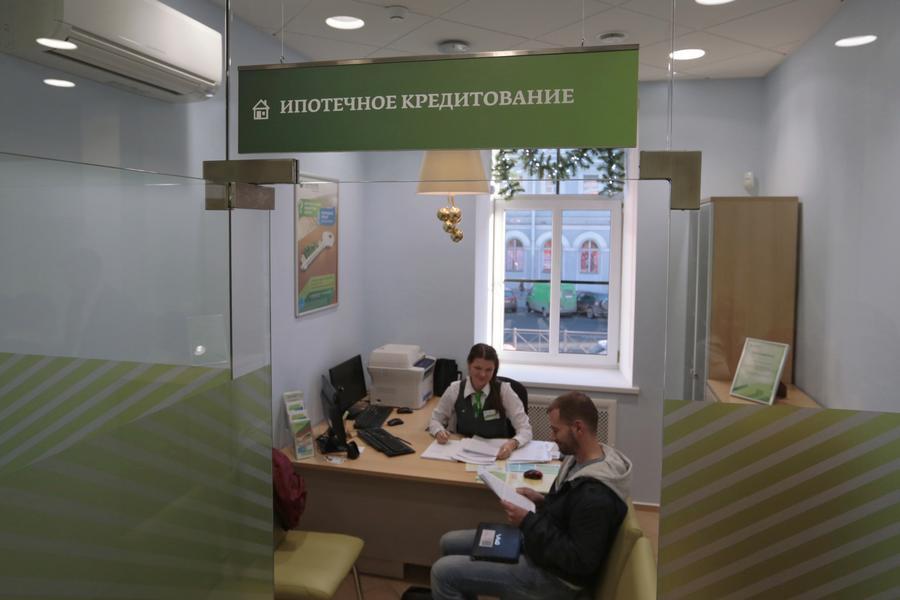 Эксперт: Банки повышают ставки в качестве меры по стабилизации курса рубля