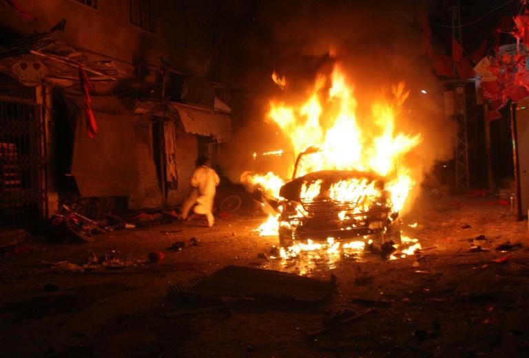 Минимум 16 человек погибли от взрыва бомбы в ходе предвыборного митинга в Пакистане