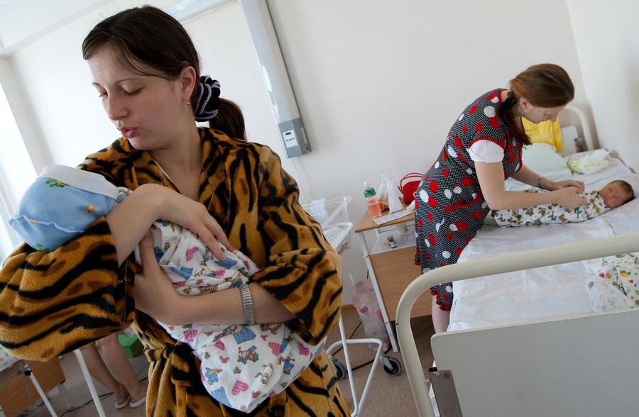 В регионах с низкой рождаемостью введут пособие на второго ребёнка и увеличат материнский капитал