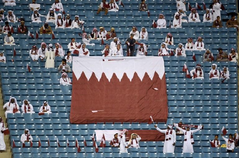 Катар заполняет пустующие стадионы поддельными болельщиками