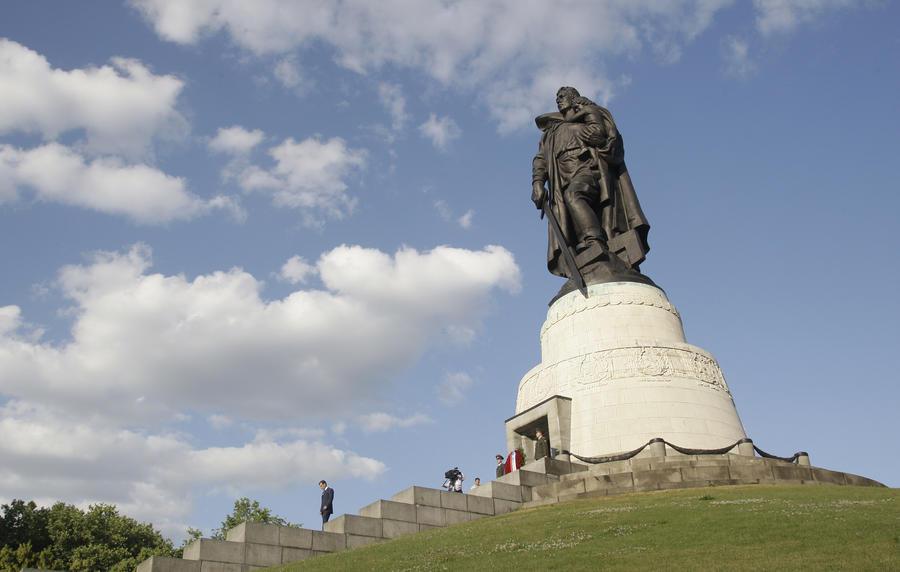 В Госдуме просят прокуратуру проверить BBC из-за оскорбительной статьи о мемориале советским воинам
