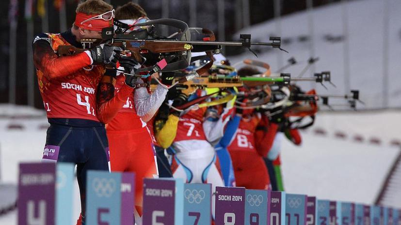 Команда России выиграла золотые медали в мужской биатлонной эстафете
