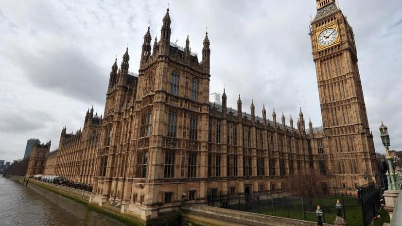 Британский парламент сможет блокировать решения премьера по вооружению сирийских боевиков