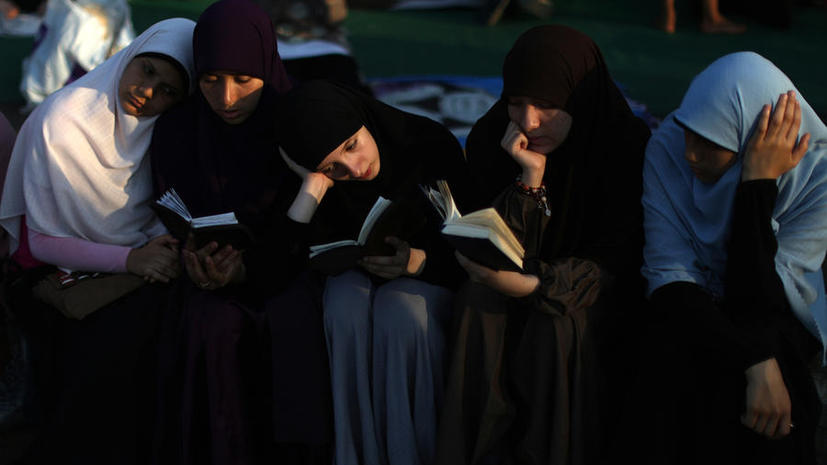 Летний брак: арабские туристы берут юных египтянок в жёны на время отпуска