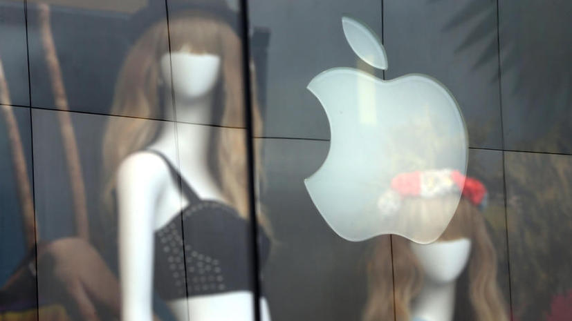 Компания Apple наняла экс-главу Yves Saint Laurent для работы по спецпроектам