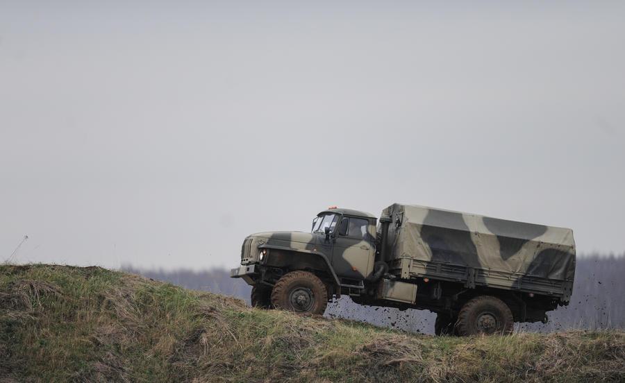 Армейский грузовик столкнулся с легковой машиной в Забайкалье, погибли шесть человек