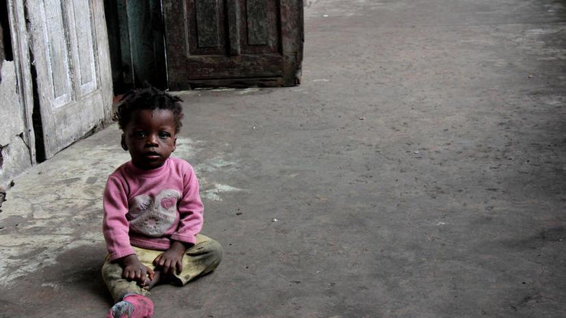 Российский полицейский спас ребёнка от обряда жертвоприношения в Африке