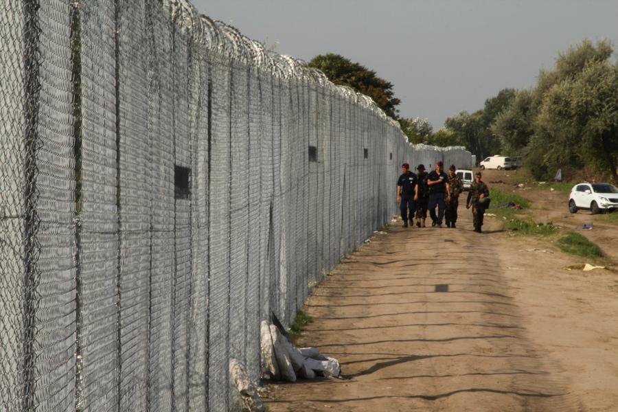 Венгрия начала строительство стены от беженцев на границе с Хорватией