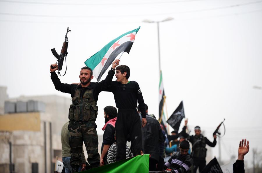 Арабы и турки поставили сирийским боевикам 3,5 тыс тонн оружия под присмотром ЦРУ