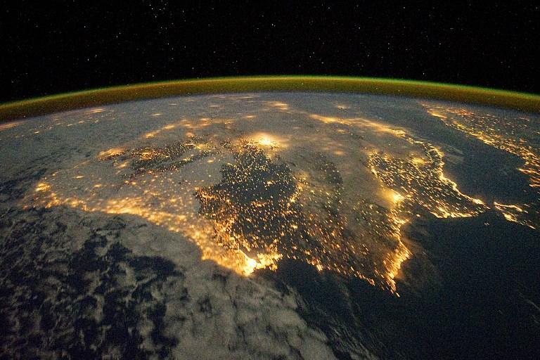 Призыв из космоса: Земляне, выключайте свет!