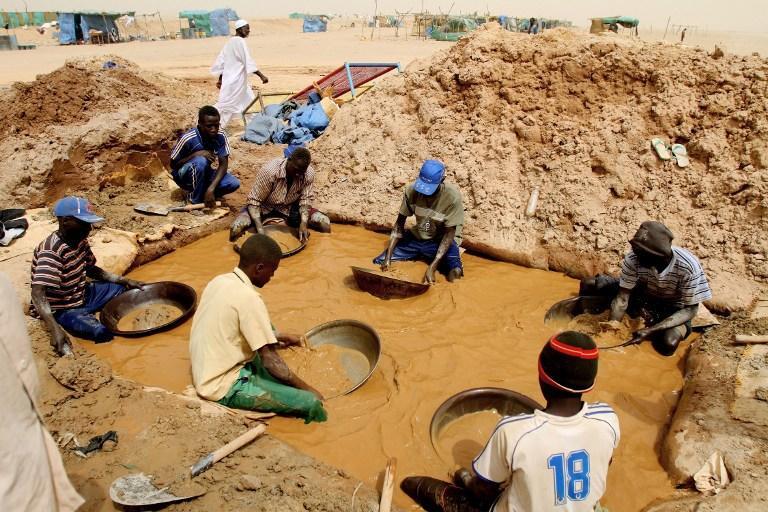 Более 60 человек погибли на золотодобывающей шахте в Судане