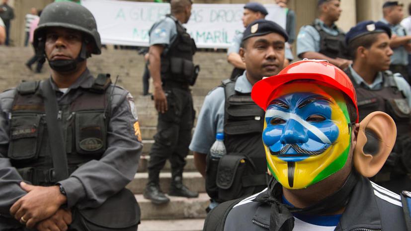 Организаторы ЧМ-2014 по футболу призвали бразильцев не протестовать во время турнира