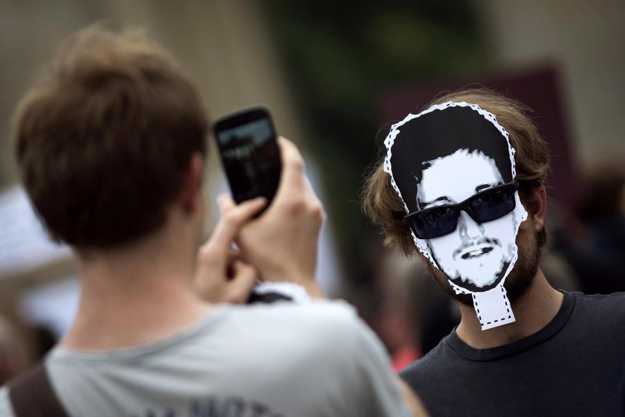 Бразильцы поддерживают идею предоставления убежища разоблачителю Эдварду Сноудену