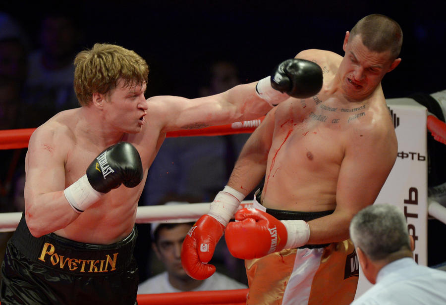 Российские боксеры-тяжеловесы отстояли только один пояс чемпиона мира из двух