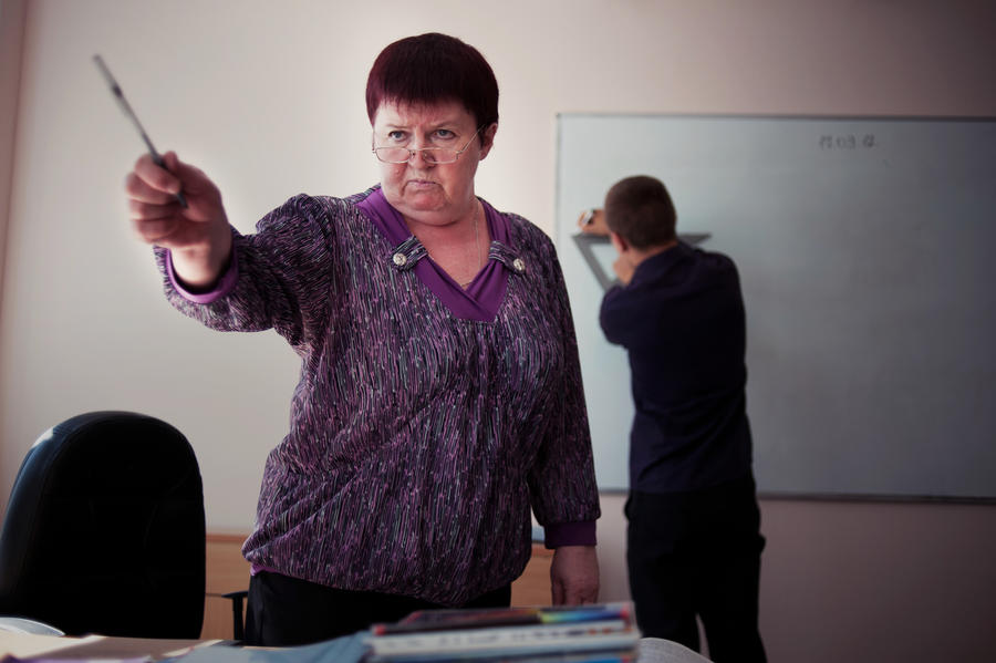 Госдума обяжет школьных учителей носить форму