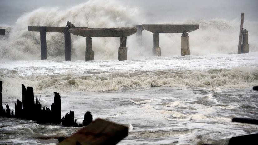 «Франкеншторм» разрушает атомную станцию в Нью-Джерси, есть риск затопления
